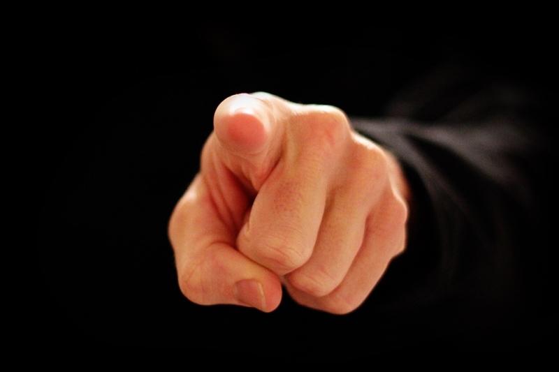 """Os 7 """"Dedos Duros"""" que podem fazer você cair na malha fina"""
