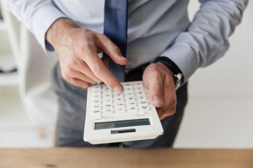 Você sabe quanto custa um funcionário? A composição do custo é feita em 3 partes: Salário + Encargos + Benefícios.